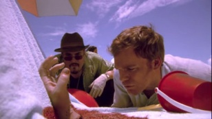 Dexter 01x04 : Let's Give the Boy a Hand- Seriesaddict